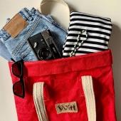 Do naszego sklepu właśnie wleciał worek i kosmetyczka z washpapy w kolorze czerwonym, więc lećcie zobaczyć! ❤️  A my przedstawiamy Wam już nieco wakacyjną wersję naszej torby. Czekamy na cieplejsze dni 🌊🌞🌺 link do sklepu- https://sklep.witt.com.pl