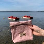 Dzięki tej pięknej pogodzie myślami jesteśmy już na wakacjach 🙈🌊 Na zdjęciu różowa kosmetyczka Lisa, super sprawdzi się jako organizer na plaże 🥰 link do niej- https://sklep.witt.com.pl/kosmetyczki/62-rozowa-kosmetyczka-lisa.html